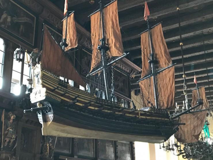 At Bremens velstand var tuftet på sjøfart, bekreftes i utsmykningen av Rathaus. Foto: © ReisDit.no