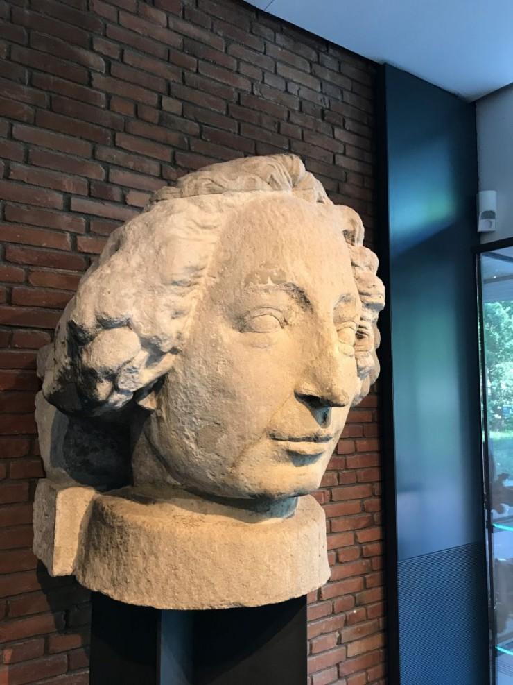 I Fockemuseum er Rolandstatuens originale hode fra 1404 utstilt. Foto: © ReisDit.no