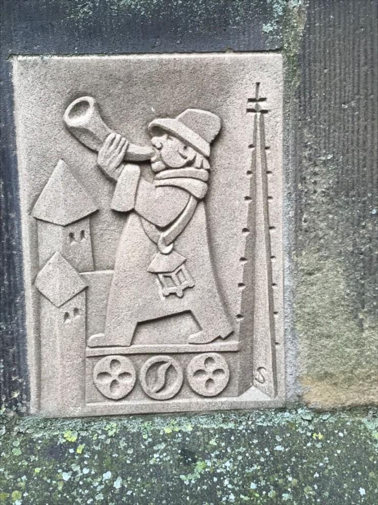 Tårnvoktersken har et eget skilt ved inngangsdøren i kirken. Foto: © ReisDit.no