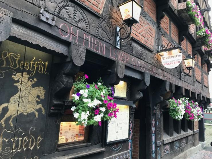 De tradisjonelle kneipene ligger tett i Kreuzstrasse i Münster. Foto: © ReisDit.no