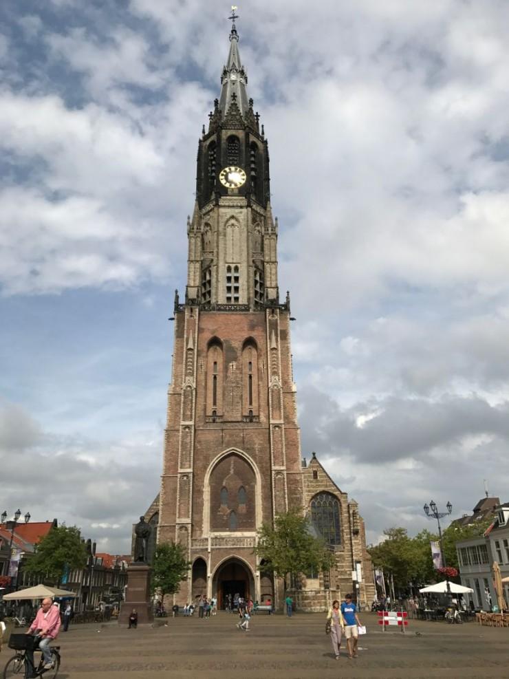 Nieuwe Kerk ruver i den ene enden av Markt. Foto: © ReisDit.no