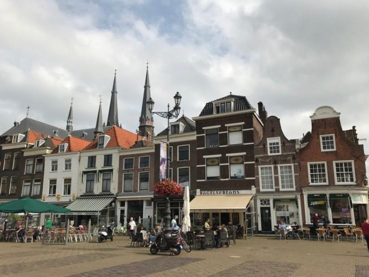 Markt er omgitt av bebyggelse fra 15- til 1700-tallet. Foto: © ReisDit.no