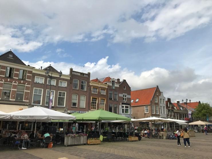Markt er plassen alle i Delft besøker, så her er det mye å velge mellom. Foto: © ReisDit.no