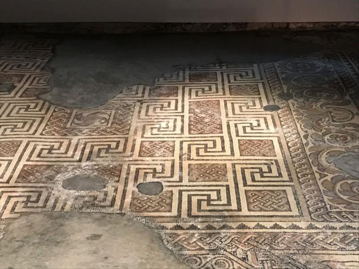 Flere flotte mosaikker er avdekket i villakomplekset. Foto: © ReisDit.no