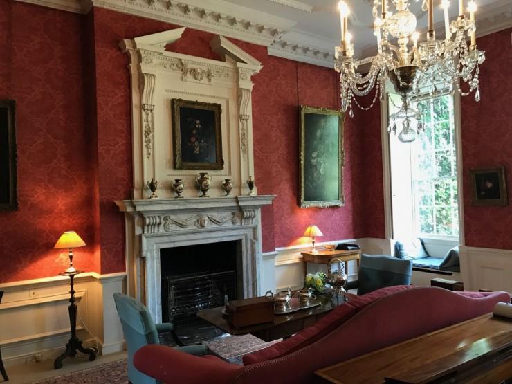 Fra 1700-talls-interiørene i Mompesson House. Foto: © ReisDit.no