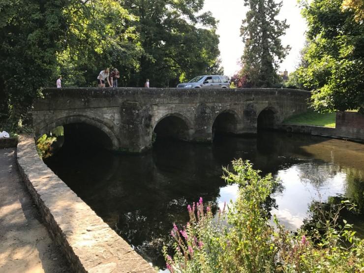 Middelalderbroen Crane Bridge, som krysser River Avon. Foto: © ReisDit.no