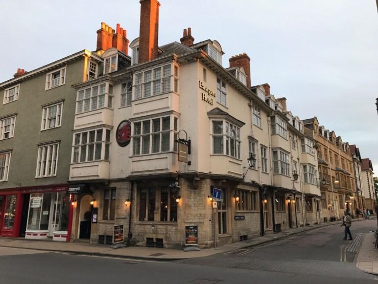 Det hyggelige hotellet ligger sentralt i gamle Oxford. Foto: © ReisDit.no