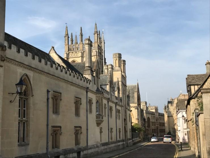 Merton Street er temmelig Oxford, hvis man kan si det slik. Foto: © ReisDit.no