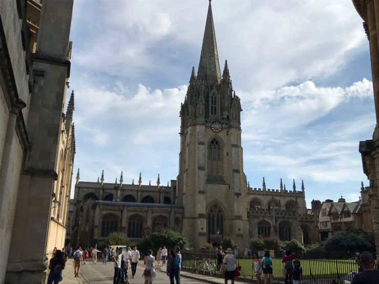 St. Mary the Virgin ruver ved Radcliffe Square. Foto: © ReisDit.no