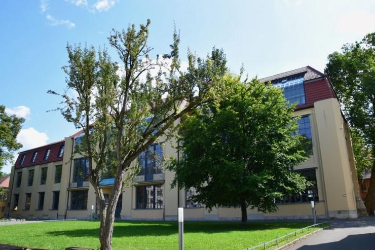 Bauhaus Universitets hovedbygning. Foto: © ReisDit.no