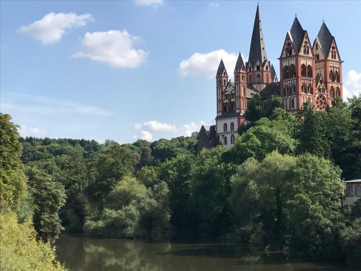 Limburger Dom sett fra Alte Lahnbrücke. Foto: © ReisDit.no