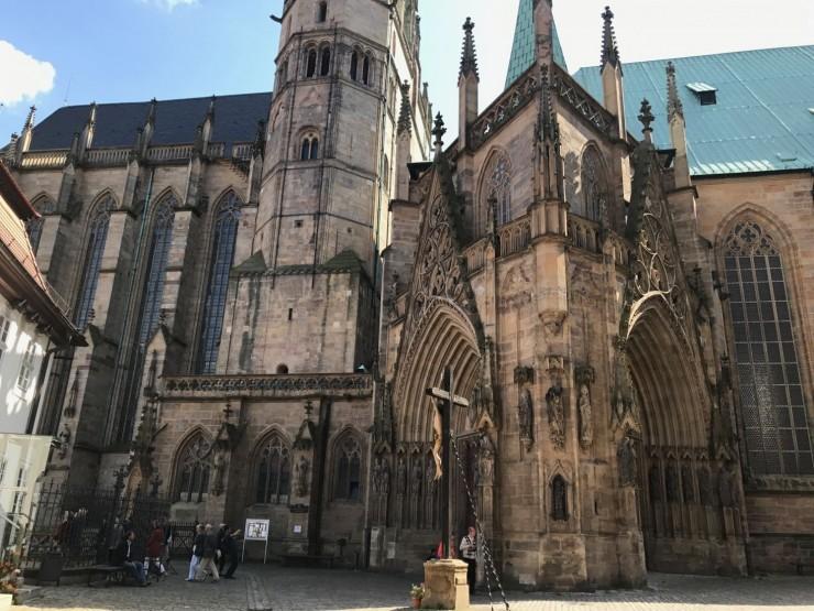 Det karakteristiske inngangspartiet til Dom St. Marien ligger på nordsiden av katedraen. Foto: © ReisDit.no