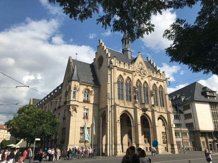 Det nygotiske Rathaus på Fischmarkt. Foto: © ReisDit.no