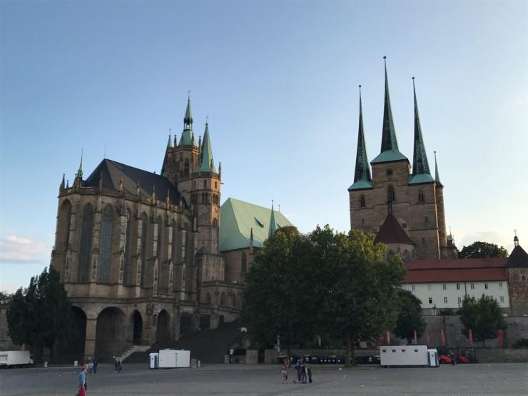 Dom St. Marien til venstre og St. Severikirche til høyre på det såkalte Domberg. Foto: © ReisDit.no