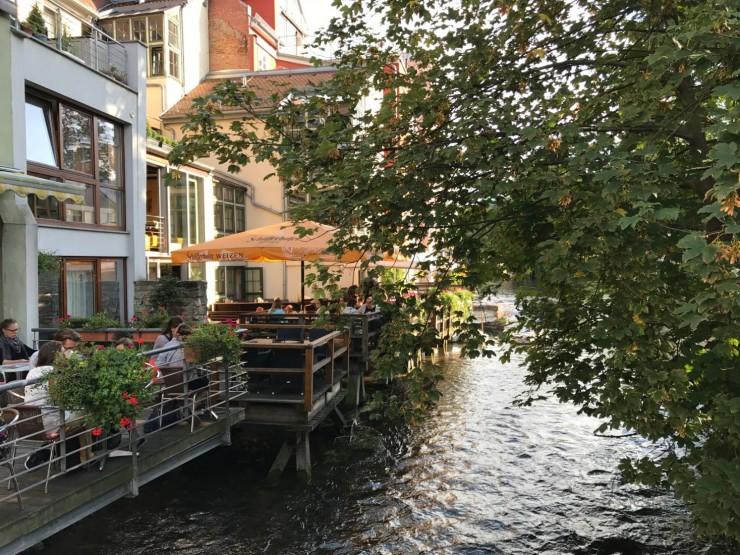 Middag i elven - kanskje de serverer ekstra fersk ørret? Foto: © ReisDit.no