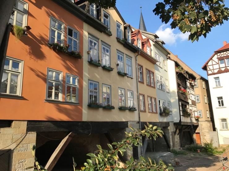 Krämerbrücke har stått siden middelalderen og trenger jevnlig vedlikehold. Foto: © ReisDit.no