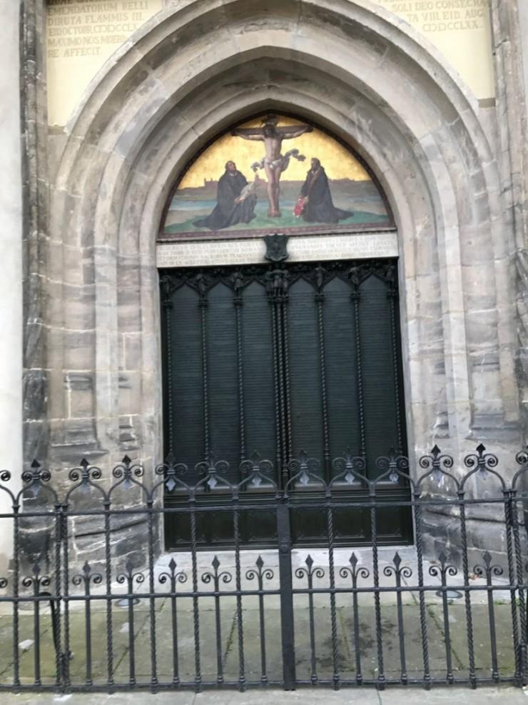 Kirkedøren der Martin Luther slo opp sine 95 teser. Foto: © ReisDit.no