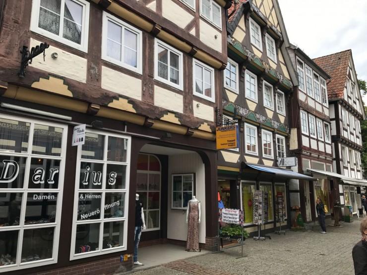 Det er en nytelse å vandre i historiske Celle. Foto: © ReisDit.no