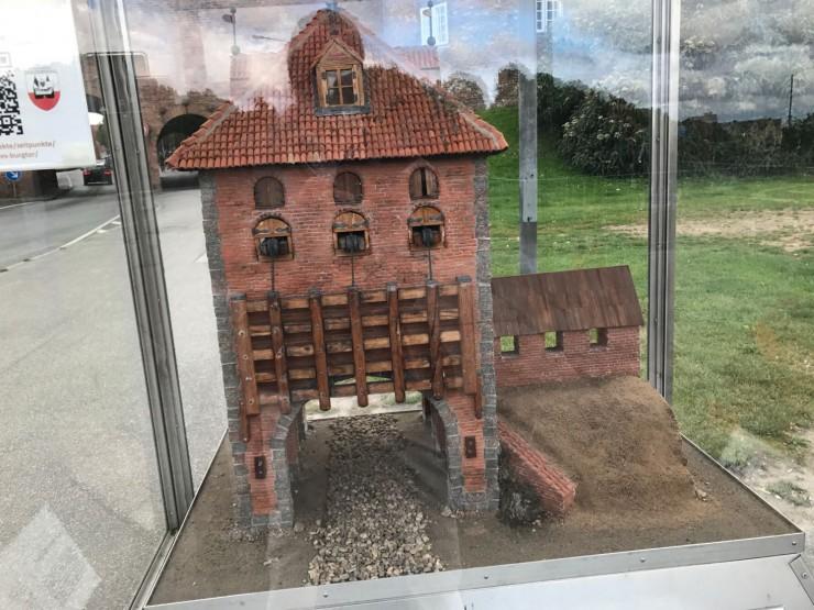 Modell av den midtre byporten foran Burgtor, slik den så ut i middelalderen. Foto: © ReisDit.no