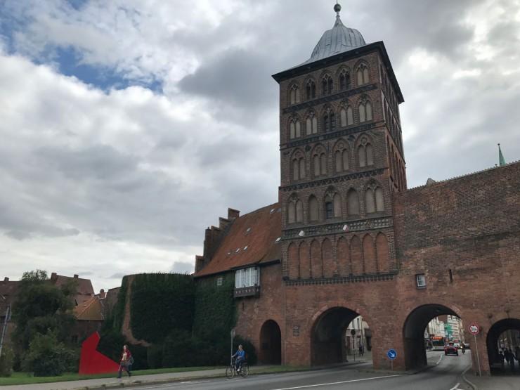 Burgtor vokter Lübecks inngang fra nord. Foto: © ReisDit.no