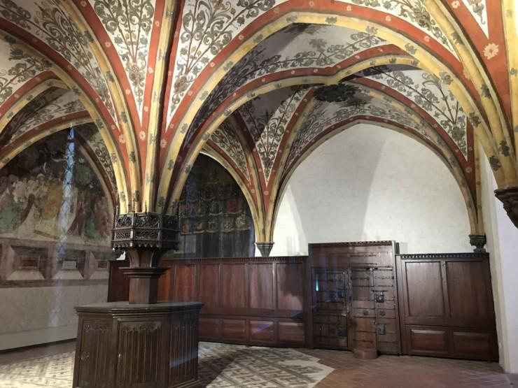 Fra Burgkloster med originale veggmalerier. Foto: © ReisDit.no