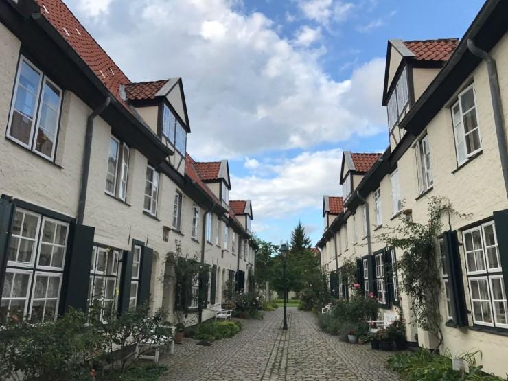 Eksempel på eldreboliger i Lübeck - riktig nok fra 1600-tallet, men fortsatt i bruk. Foto: © ReisDit.no