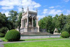 I den store Wilanow-parken finner du et vakkert mausoleum.