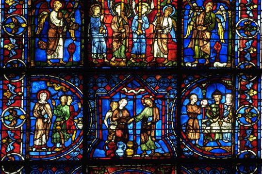 Chartres glassmalerier ble gitt av kongefamilien, aristokrater og laugene i perioden 1210 til 1240