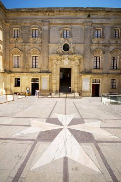 Malta, Vilhena-palasset i Mdina, malteserkors